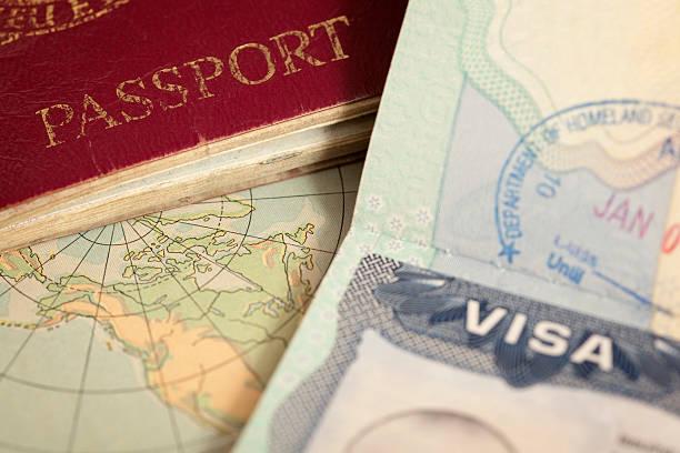Passeport et visa sur une map monde